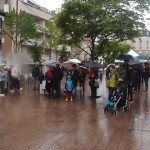le public sous la pluie